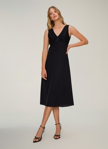 NGSTYLE Dantel Detaylı Elbise Siyah